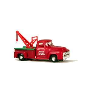 SceneMaster HO Scale Vehicles   Tow Truck: Toys & Games