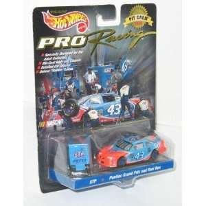 Hot Wheels Pro Racing Bobby Hamiliton 43 Pontiac Grand Prix and Tool