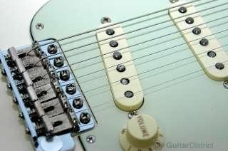 New USA Fender ® Vintage Hot Rod 62, Stratocaster, Strat®, White