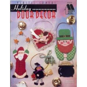 PLASTIC CANVAS HOLIDAY DOOR DECOR LEAFLET BOOK PAMPHELT