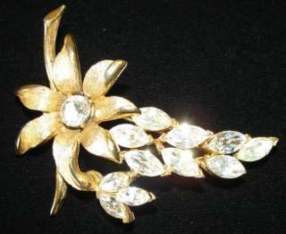 STUNNING VINTAGE GOLD TONE METAL CLEAR RHINESTONE FLOWER JEWELRY