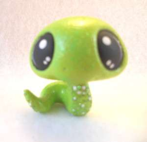 Alexia the Alien * OOAK Custom Littlest Pet Shop Halloween