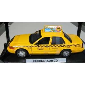 Motormax 1/18 Checker Taxi Cab Ford Crown Vic  Toys & Games